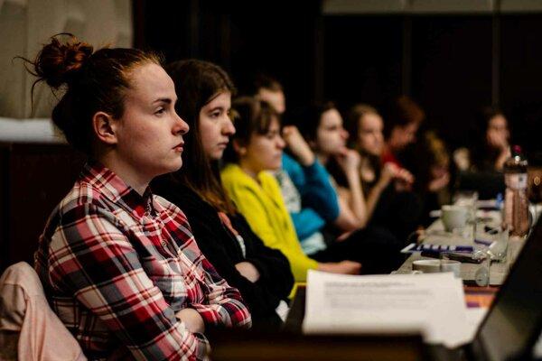 Asociácia dáva slovenským umelcom možnosť naštudovať novú inscenáciu pre festival Divadelná Nitra.