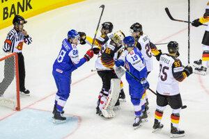 Šarvátka počas zápasu Nemecko - Slovensko na MS v hokeji 2019.