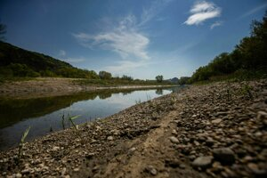Obnovovanie ramien rieky prináša vodu do krajiny.