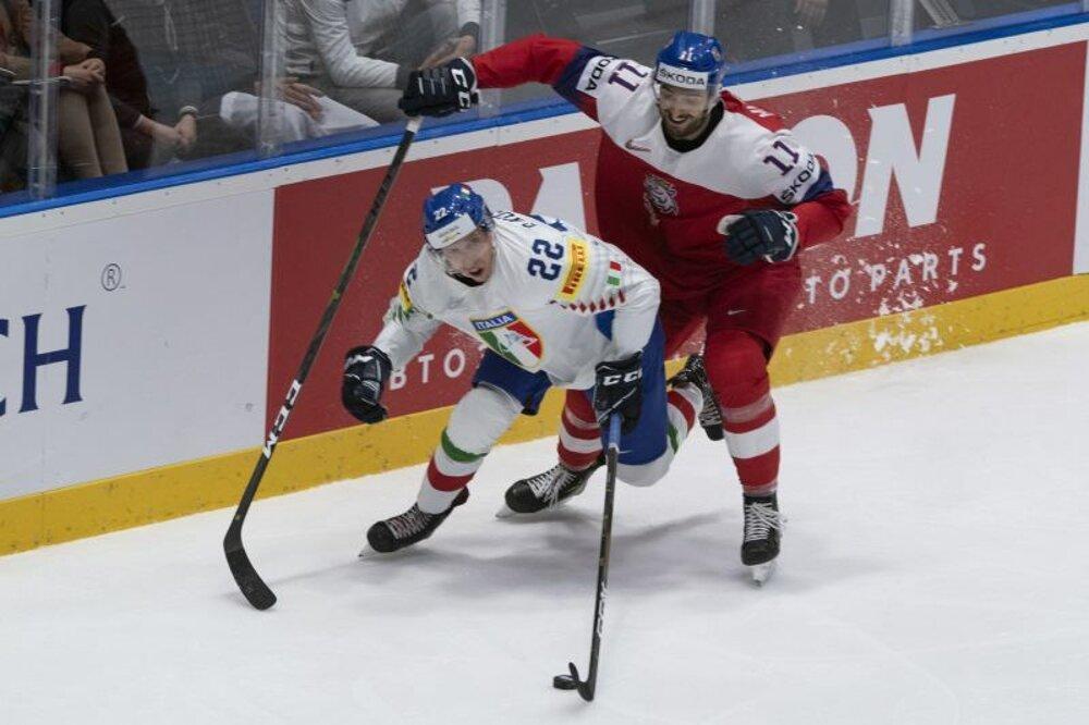 b85baab8e02b9 Diego Kostner a vpravo Michal Moravčík v zápase základnej B-skupiny Česko -  Taliansko na MS v hokeji 2019.