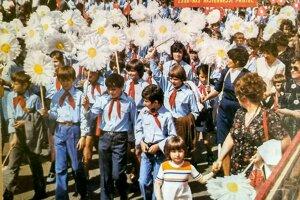 Pionieri na oslave 1. mája vDolnom Kubíne.