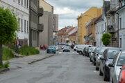 Frekventovaná Jarková ulica v centre mesta je už roky v dezolátnom stave.
