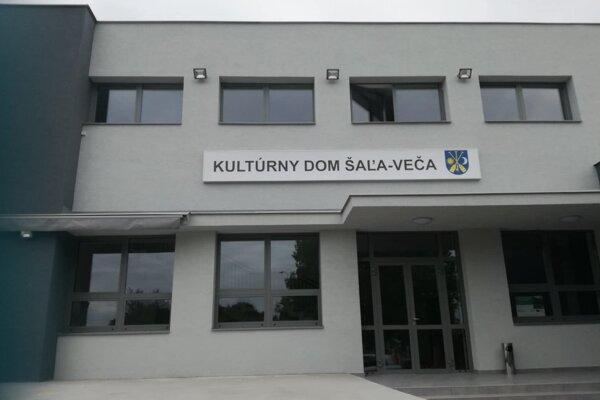 Zrekonštruovaný kultúrny dom vo Veči.