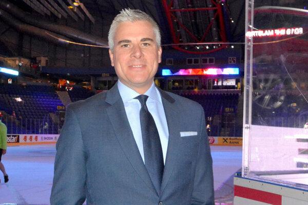 Reportér kanadskej televízie TSN Brent Wallace v Steel Aréne.