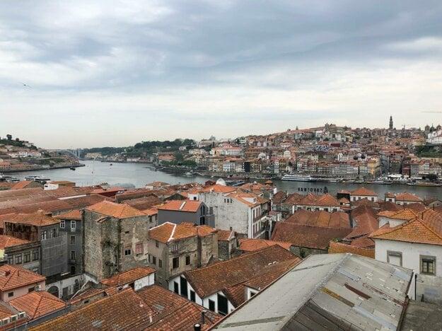 Pohľad na Porto a vínne pivnice vo Vila Nova de Gaia