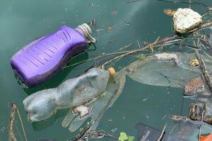 Mikróby by mohli ľudstvu pomôcť pri zvládaní celosvetového problému s plastom.