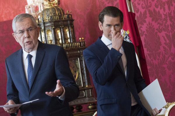 Rakúsky prezident Alexander Van der Bellen a rakúsky kancelár Sebastian Kurz z konzervatívnej Rakúskej ľudovej strany.
