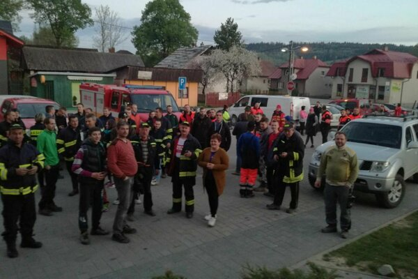 Na pátraciu akciu prišlo približne 50 ľudí.
