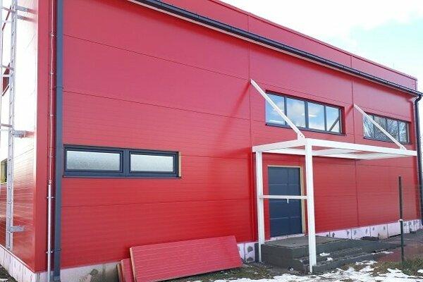 Novú hasičskú zbrojnicu v Maduniciach dnes otvárajú.
