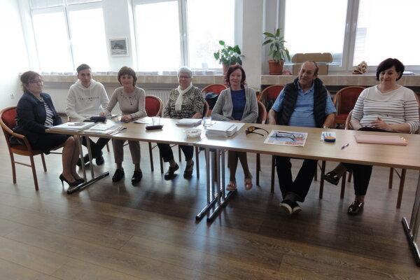 Uvoľnená volebná komisia v novozámockom okrsku 34.