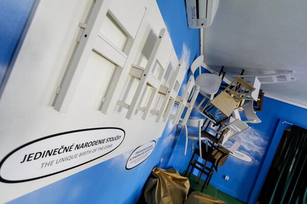 Z interaktívnej výstavy V hlavnej úlohe stolička v Bibiane.