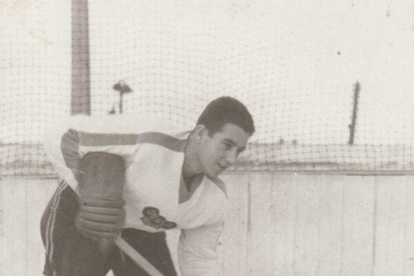 František Kolláth v drese Dukly Košice. Odkrútil v ňom vyše 400 zápasov.