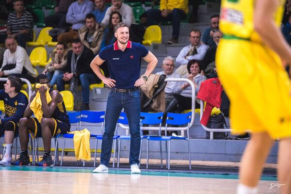 Na lavičku Levíc prichádza 33-ročný Michal Madzin.