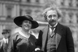 Albert Einstein s manželkou Elsou, 1921