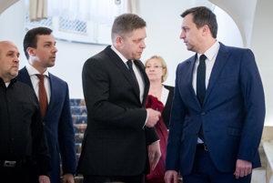 Premiér Robert Fico oficiálne rokoval len s predsedom SNS Andrejom Dankom. Most-Híd aj Sieť ho odmietli.