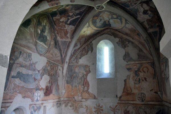 Zreštaurovaná svätyňa v Rimavskom Brezove ukazuje nádheru pôvodnej výzdoby, ktorá sa zachovala v pomerne vzácnom rozsahu.