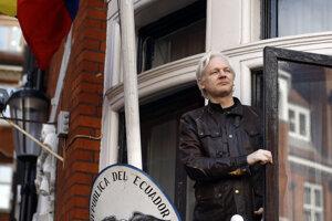 Assange sa na ekvádorskom veľvyslanectve v Londýne skrýval od júna 2012.
