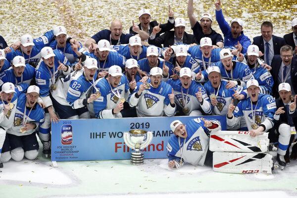 Fíni pri oslavách zisku titulu majstrov sveta.