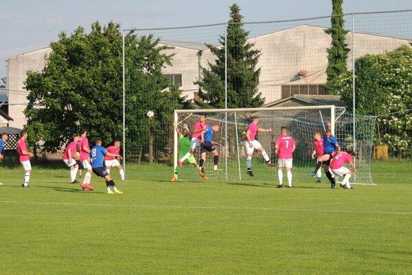 Kolárovo (V ružovom) dosiahlo doma cenné víťazstvo nad Marcelovou.