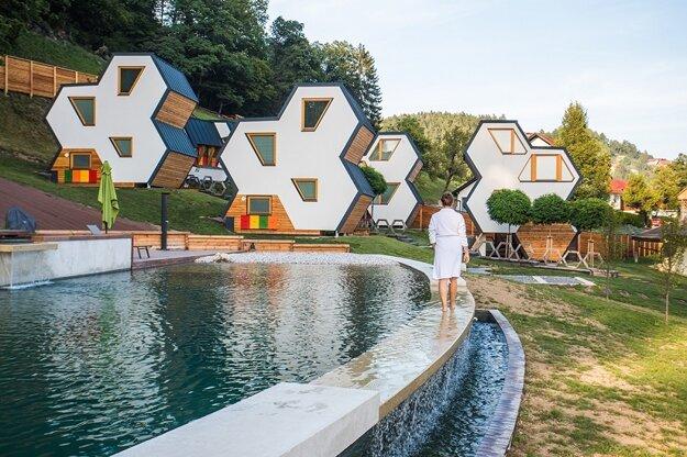Glampingové domčeky na štýl úľov v kempe Medena vas