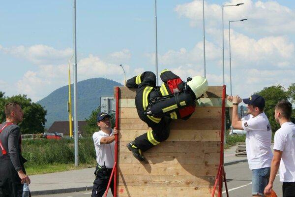Prekážky hasičov poriadne preverili.