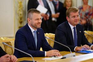 Predseda vlády SR Peter Pellegrini a minister hospodárstva SR Peter Žiga.
