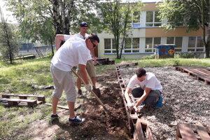Práce na základnej škole na ulici L. Novomeského v Trenčíne.