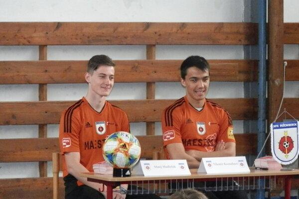 Matej Madleňák (vľavo) získal dôveru českých trénerov hlavne v nadstavbovej časti.