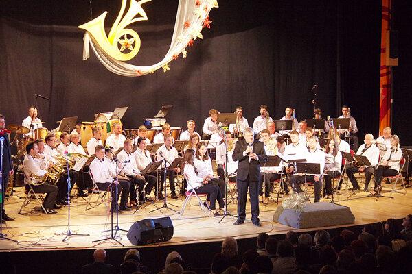 Zo slávnostného koncertu orchestra vkine Mier.