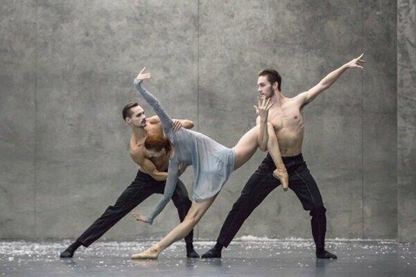Levičan Dominik Slavkovský (vľavo) v najlepšej choreografii roka.