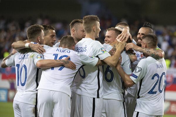 Na snímke radosť Slovákov po piatom góle počas zápasu kvalifikačnej E-skupiny Azerbajdžan - Slovensko o postup na futbalové ME 2020.
