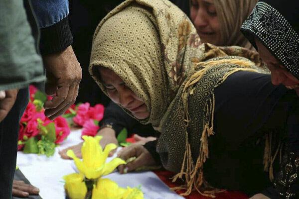 Pri útoku zomrelo dievčatko menom Fatma Samirová.