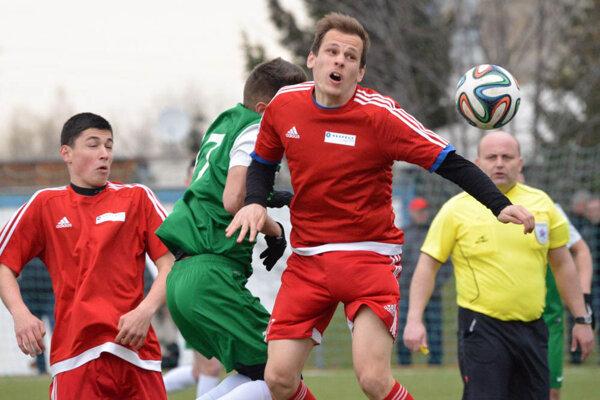 Nededčania (v červenom) prehrali aj druhý jarný zápas výsledkom 0:3.