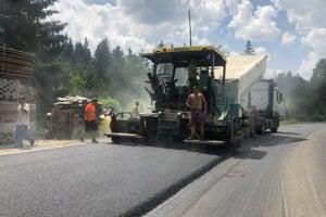 Oprava cesty v Oravskej Lesnej.
