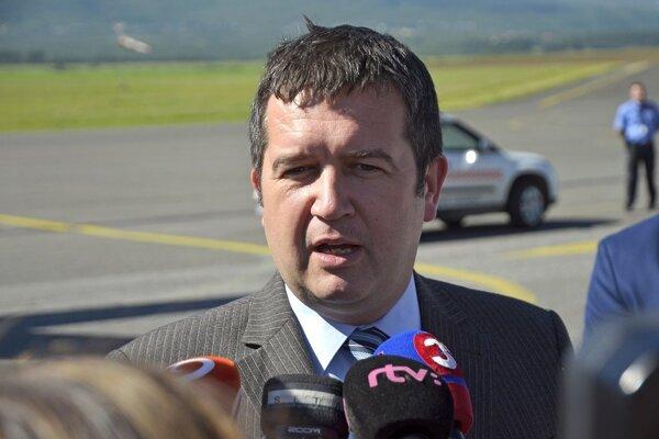 ČSSD ostáva s Babišom vo vláde, Hamáček presvedčil vedenie strany