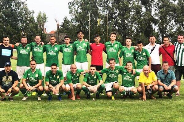 Futbalisti Horných Salíb skončili na poslednom mieste, ale v poslednom kole sa aspoň potešili z výhry vo Váhovciach.