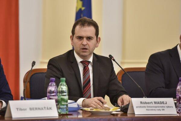 Na snímke predseda Ústavnoprávneho výboru Róbert Madej.