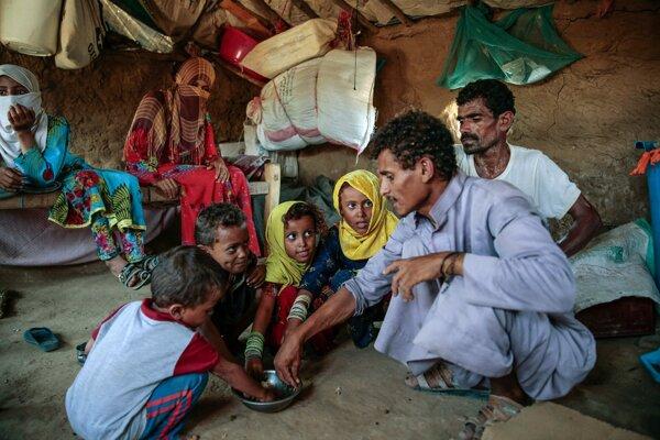 Povstalci bránia prístupu potravinovej pomoci.