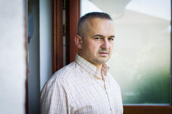 Miroslav Kocúr príde odprezentovať svoju esej Keď naivita vyhráva do prešovského Wave o 19.00 hod.