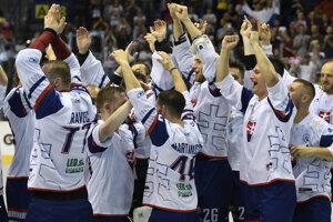 Na snímke radosť hráčov Slovenska po víťaznom finálovom zápase na majstrovstvách sveta v hokejbale mužov Slovensko – Fínsko v Košiciach v sobotu 22. júna 2019.