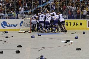 Slovenskí hráči sa tešia zo zisku titulu po vyhratom finálovom zápase mužov na Majstrovstvách sveta ISBHF 2019 v hokejbale medzi Slovensko - Fínsko. Košice, 22. jún 2019.