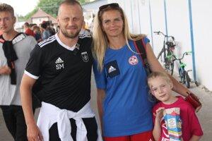 Fotku so slovenskou futbalovou legendou Marekom Saparom si chcel urobiť takmer každý.