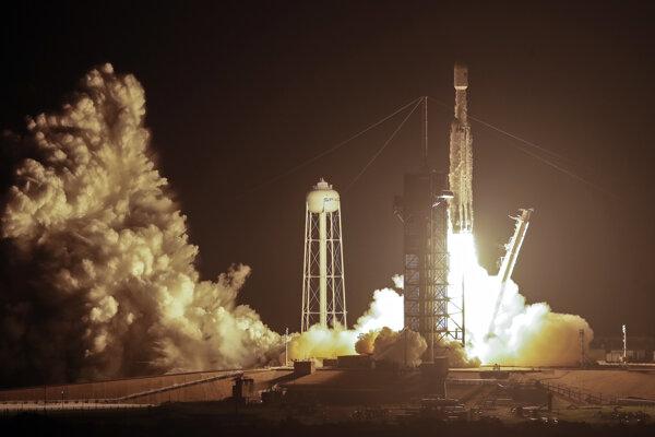 Tretí štart rakety Falcon Heavy spoločnosti SpaceX sa  uskutočnil na objednávku ozbrojených síl USA. Prvýkrát sa štartovalo v noci a na obežnú dráhu Zeme vyniesla 24 výskumných družíc.