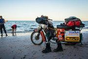 Partia piatich cestovateľov prešla na starých motorkách jawa pionier z Banskej Bystrice na najjužnejší cíp Afriky