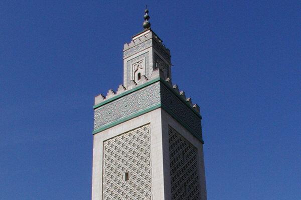 Minaret Veľkej mešity v Paríži.