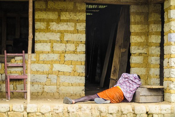 Muž postihnutý ebolou.