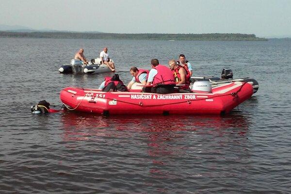 Potápači opäť hľadajú utopeného.