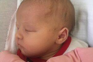 LAURA Záhorská z Tlmáč potešila svojím príchodom na svet 28. apríla šťastných rodičov Vanesu Szabovú a Adama Záhorského. Prvorodené dievčatko po narodení vážilo 2,95 kg a meralo 50 cm.