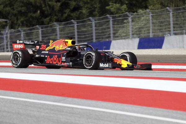Holandský jazdec F1 Max Verstappen na Red Bulle počas pretekov nedeľňajšej Veľkej ceny Rakúska formuly 1 na okruhu Red Bull v Spielbergu 30. júna 2019.