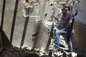 Búranie domov utečencov zo Sýrie v libanonskom tábore Arsal.